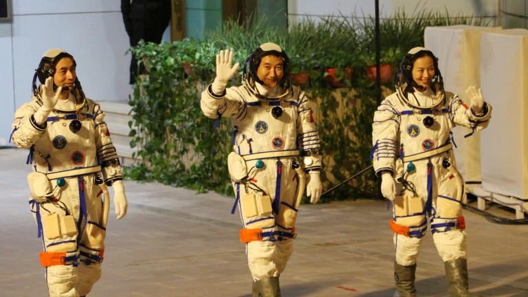 Китай изстреля космически кораб за своята недовършена космическа станция малко