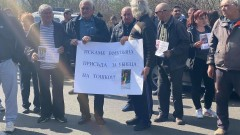 Протест блокира частично пътя Бургас-Созопол