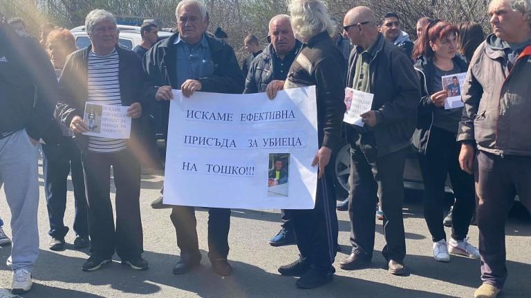 Жители на созополските села Росен и Присад блокираха частично пътя