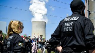 Активисти окупираха роторен екскаватор в мина в Германия