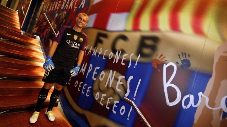 Резервният вратар на Барселона Яспер Силесен засипа със суперлативи новия
