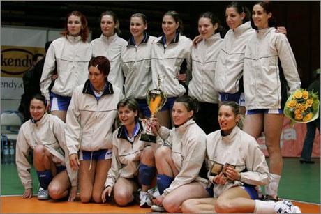 Волейболистките на Левски Сиконко с Купата на България