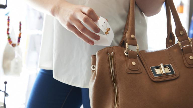 Какво трябва да има една жена в чантата си (ВИДЕО)