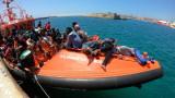 Стотици мигранти се издирват след корабокрушение край Либия