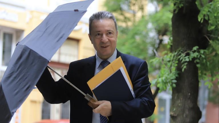 Янаки Стоилов: Нямаше пари за 50-те лв. за пенсионерите и за лекарите на първа линия