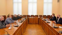 Държавата има готовност да подкрепи таксиметровите шофьори, уверява Желязков