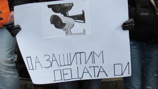 Родители в Русе протестират за камери в градините