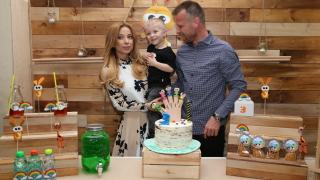 Весела Тотева и Елин Топузаков вдигнаха купон за сина си