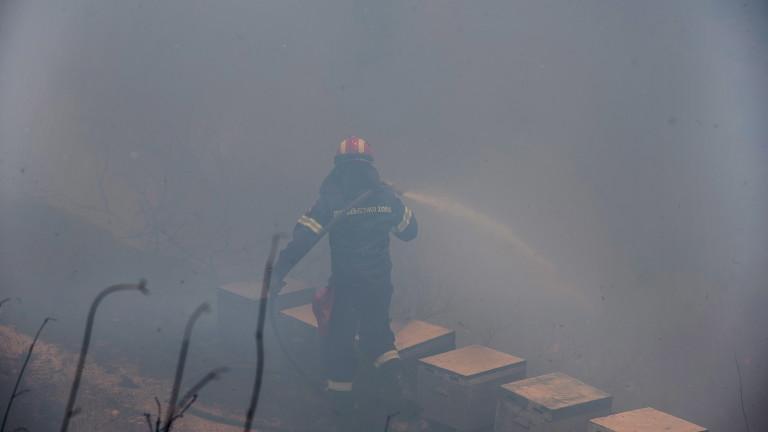 Продължава борбата с пожарите в Гърция