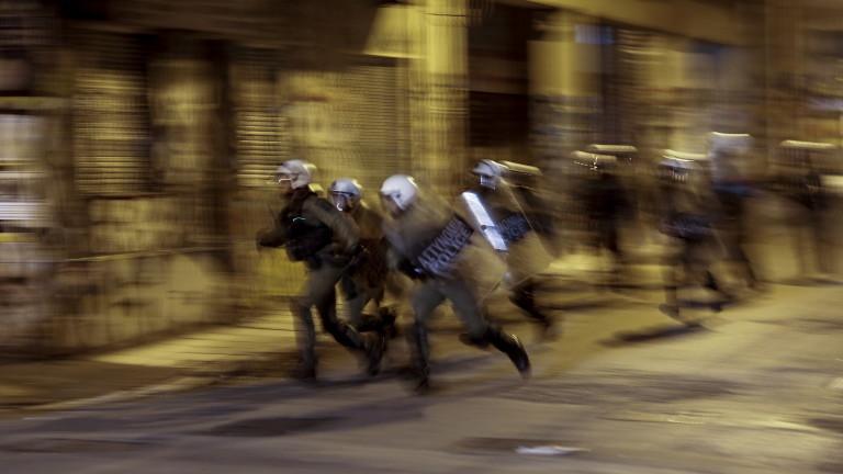 Отряд полицейски специални сили използва сълзотворен газ в Атина в