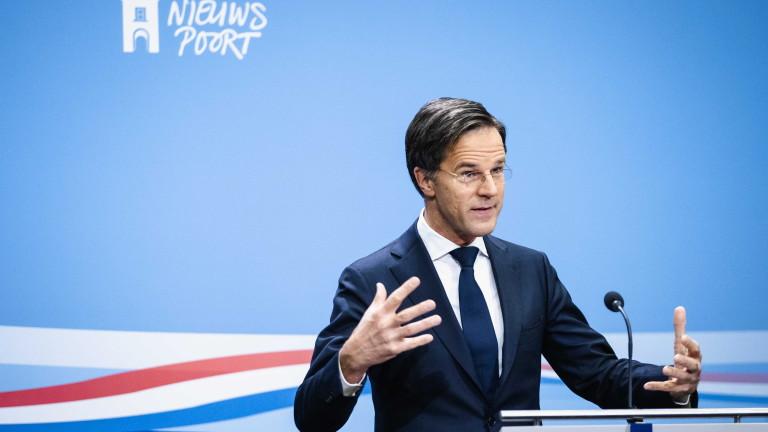 Скандал притиска правителството на Нидерландия да подаде оставка