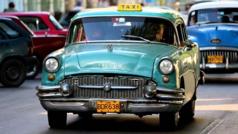Снимка: Куба подсилва обществения транспорт, като репресира частните таксита