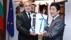 Премиерът получи кимоно и шести дан от Шиндзо Абе