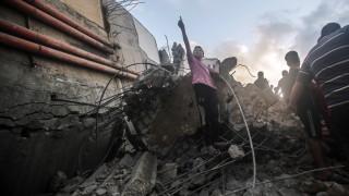 Израел пусна кадри от масиран въздушен удар в отговор на ракетите от Газа