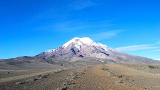 Има по-висок връх от Еверест (защото Земята е дебела)