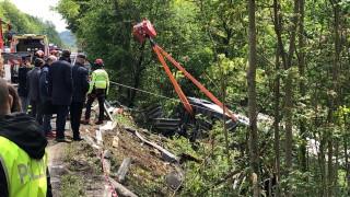 Един загинал и 30 ранени при тежка катастрофа на автобус с туристи в Италия