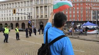 Правителството изпитва нервите на протестиращите