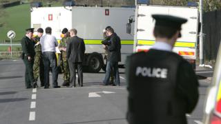 Северна Ирландия се размина с мощен атентат