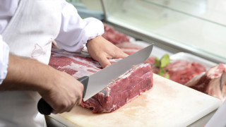 Забраняват свинското месо на всички фермерски пазари