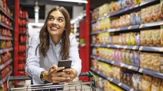 Защо пускат музика в хранителните магазини