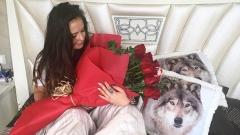 """""""Златното момиче"""" Хриси Тодорова се събуди с рози в леглото"""