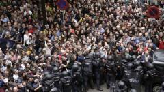 Каталуния копнее за независимост въпреки насилието