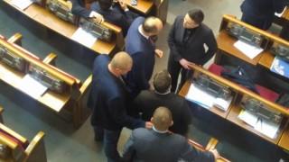 Савченко влезе с огнестрелно оръжие и гранати във Върховната рада