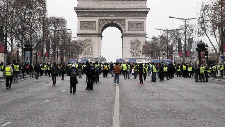 Хиляди протестиращи излязоха по улиците на френските градове в петия