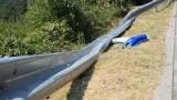 Взимат проби от асфалта край Своге за разследването