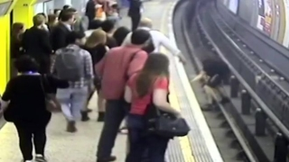 Английски фен бутнал пред влака на метрото строител, помислил го за руснак
