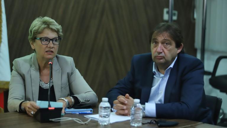 Комитова очаква в 13 ч. собственици на пътните фирми