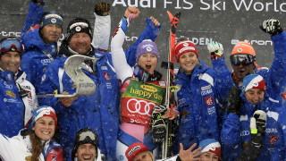 Теса Уорли триумфира в първия старт за сезона в алпийските ски