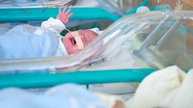 Първото българско бебе на 2020-а - битка между Пловдив и Варна
