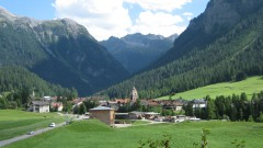 Забраниха на туристи да снимат швейцарско селце