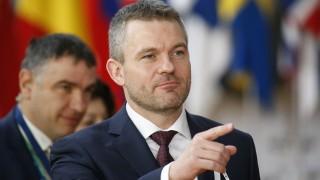 Премиерът на Словакия оцеля при вот на недоверие