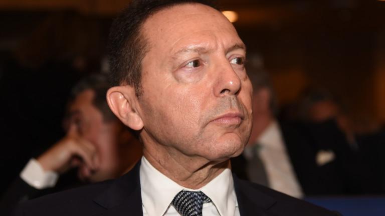Гуверньорът на централната банка на Гърция е поискал от премиера