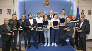 Министър Кралев награди медалистите от Световното първенство по борба