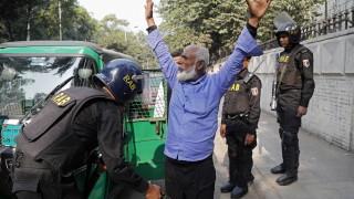 17 убити в изборния ден в Бангладеш, опозицията отказа да признае вота