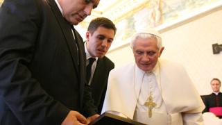 Бенедикт XVI доволен, че българите почиват на Разпети петък