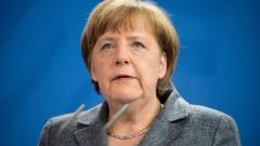 """Меркел """"клекна"""" пред Ердоган"""