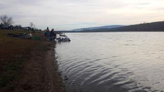 """Критична ситуация на източвания язовир """"Чешме дере"""" в Стражица"""