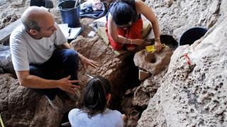 Археолози откриха римска статуя на жена край Петрич