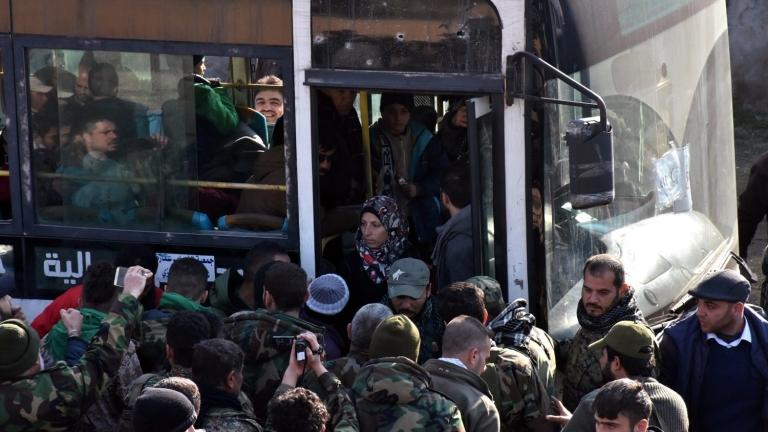 Хиляди цивилни хора ще бъдат евакуирани от два проправителствени града