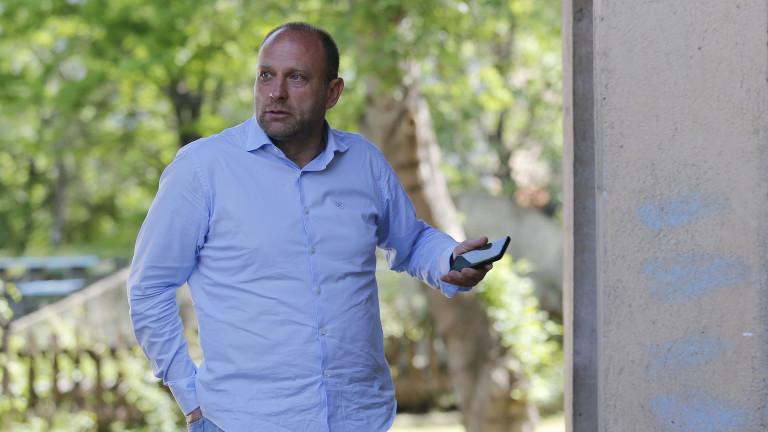 Тити Папазов се самоизолира, бил на мача Царско село - Черно море