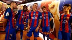 Грандовете от Манчестър в битка за футболист на Барселона