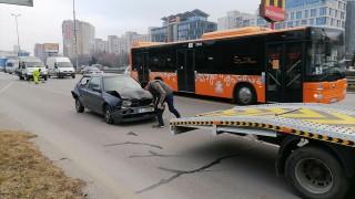 """Верижна катастрофа блокира движението по """"Цариградско шосе"""""""