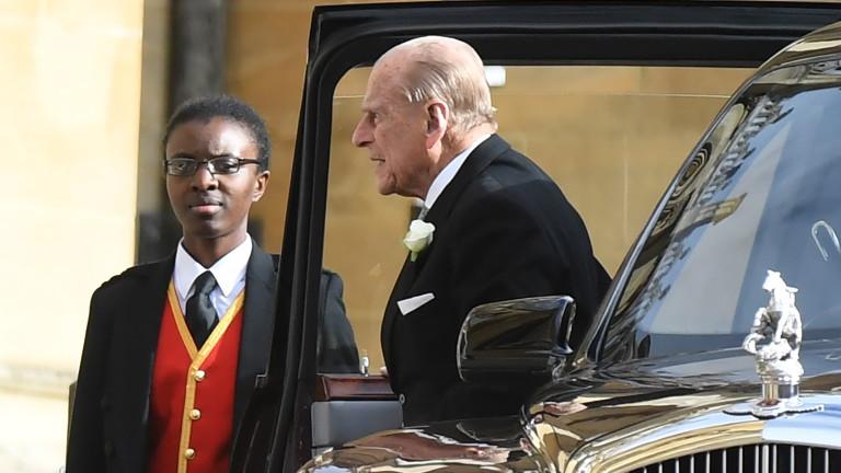 Ден след катастрофата, в която принц Филип потроши своя джип