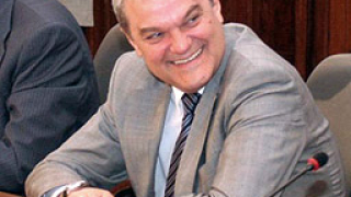 Рекорден спад в доверието към Румен Петков
