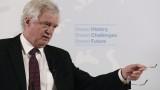 Дейвид Дейвис: Мей трябва да отложи гласуването за Брекзит