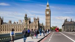 """""""Брекзит"""" (все още) не спъва британската икономика"""